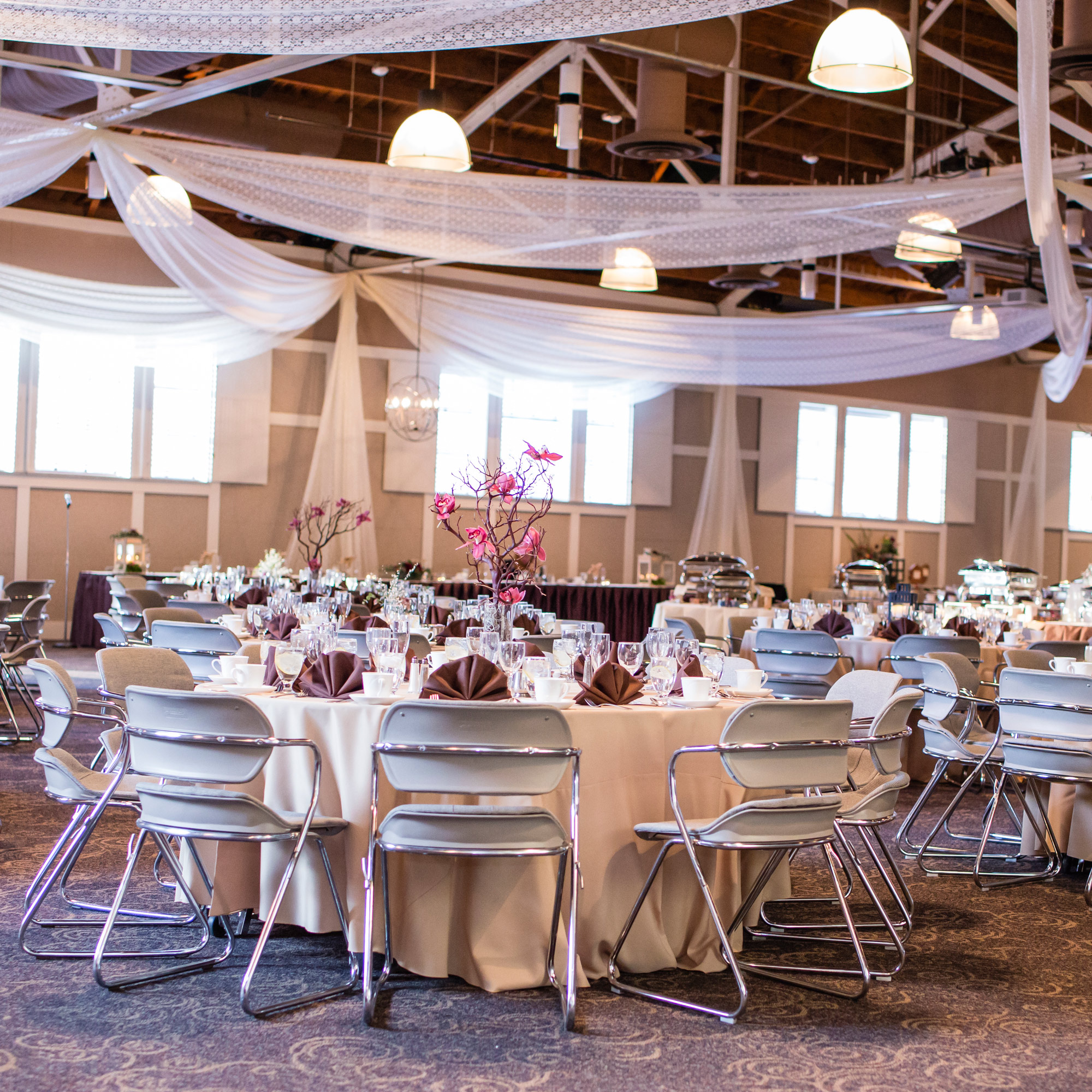 Minnesota Wedding Ceremony Locations: Earle Brown Heritage Center